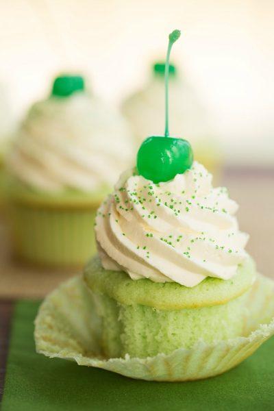 shamrock-shake-cupcakes-e1520624863607.jpg