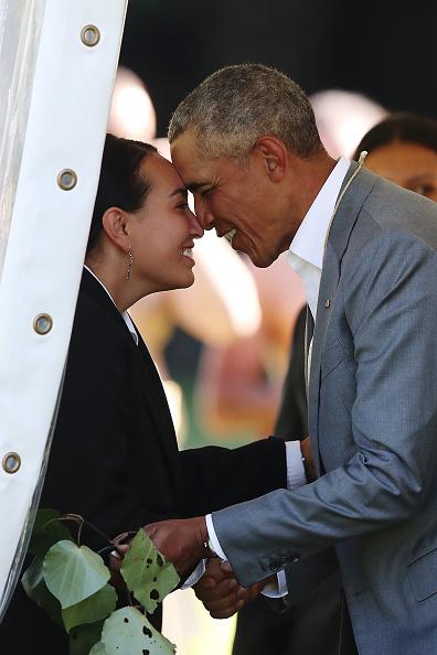 obama-nose-rubbing.jpg