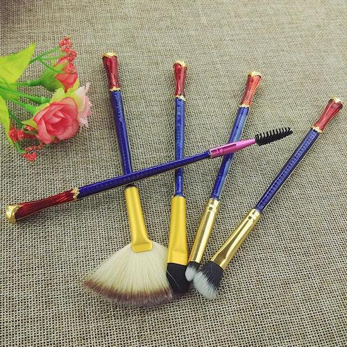 makeup-brush-set-wonder-woman.png