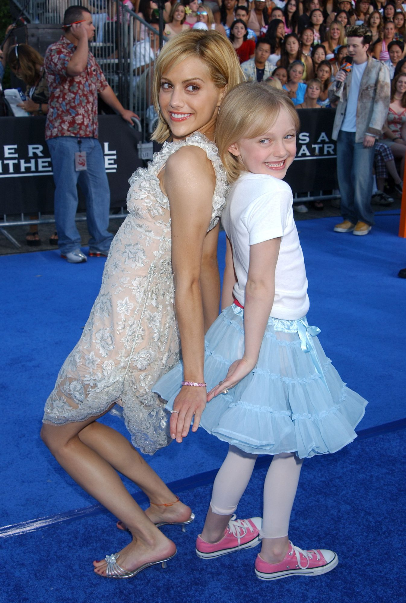 picture-of-brittany-murphy-dakota-fanning-photo.jpg