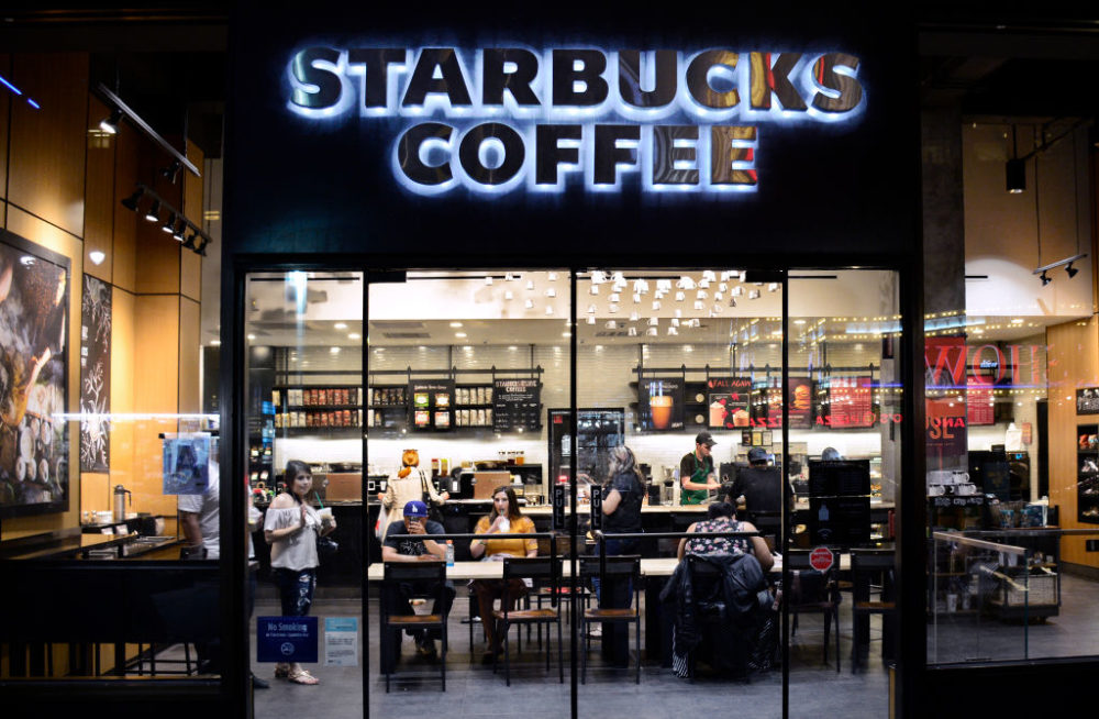 Starbuck CEO meets with two men who were arrested