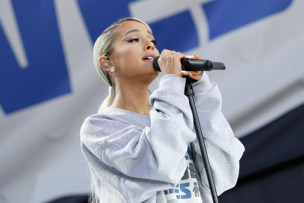 Ariana Grande Manchester tribute