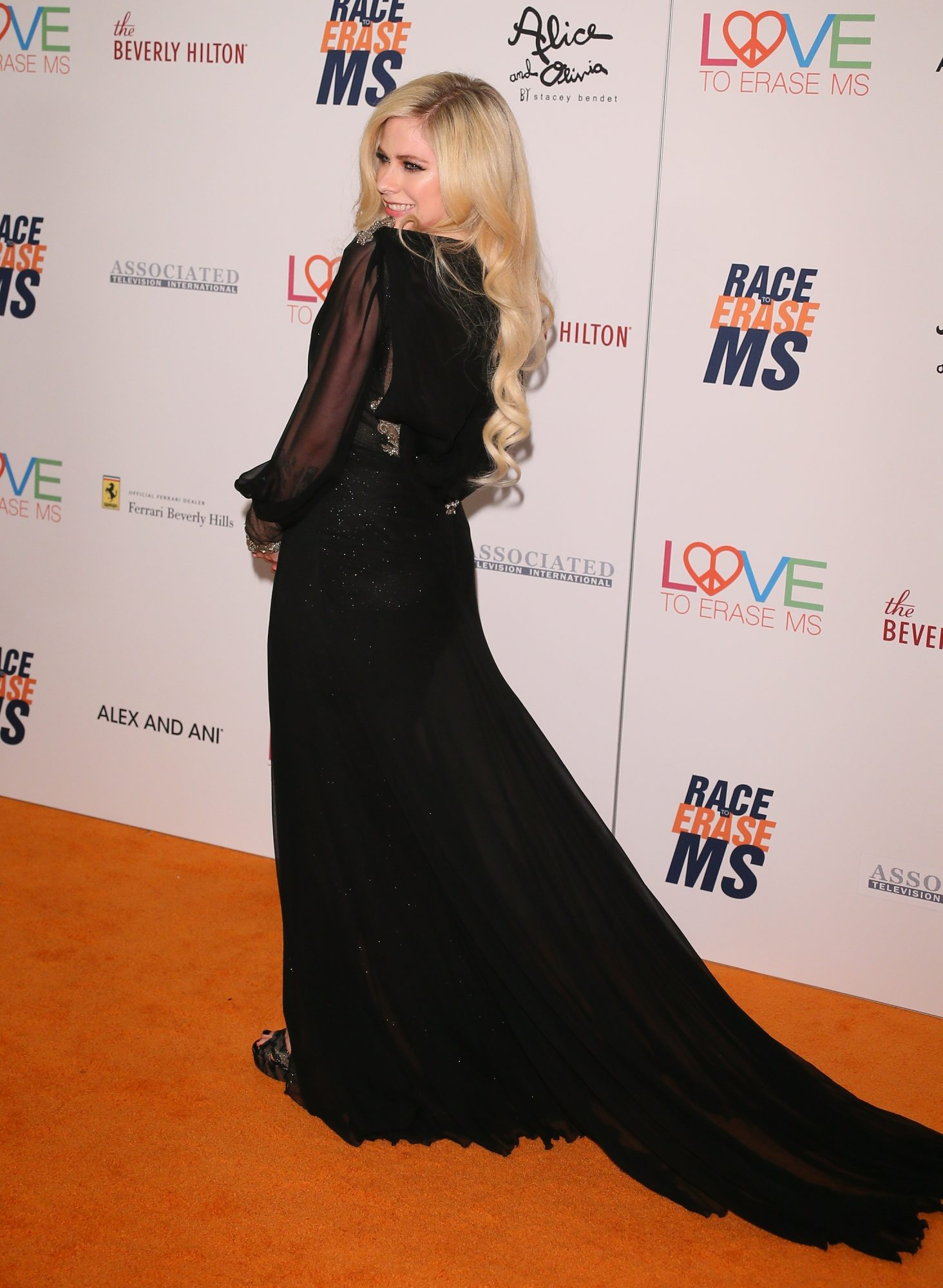 Avril-from-behind.jpg