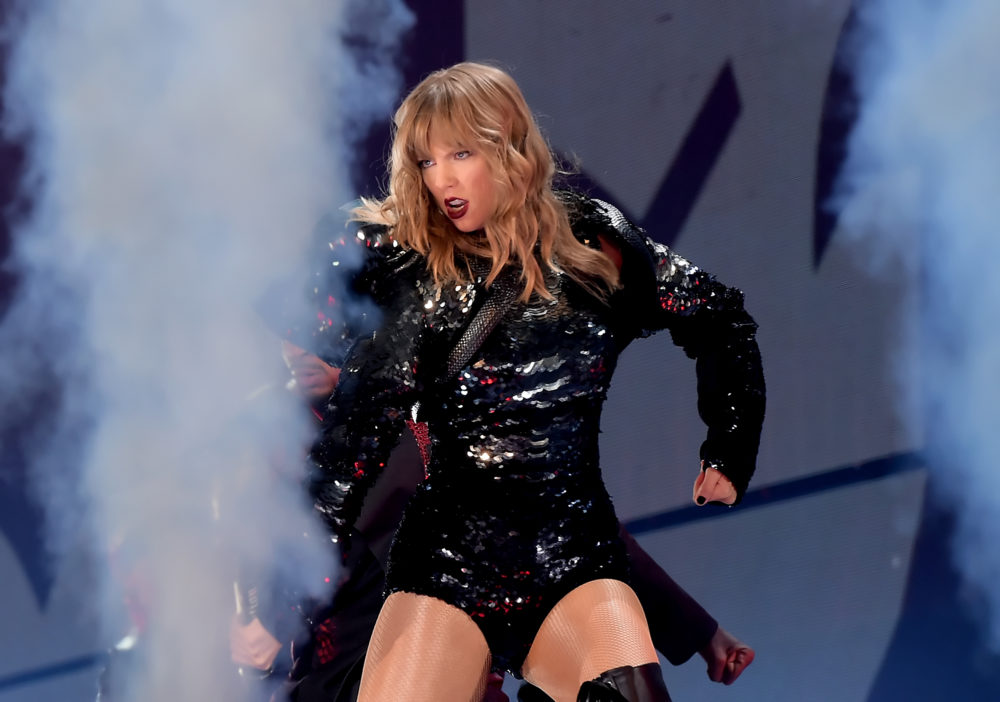 """All the looks from Taylor Swift's """"Reputation"""" tour"""