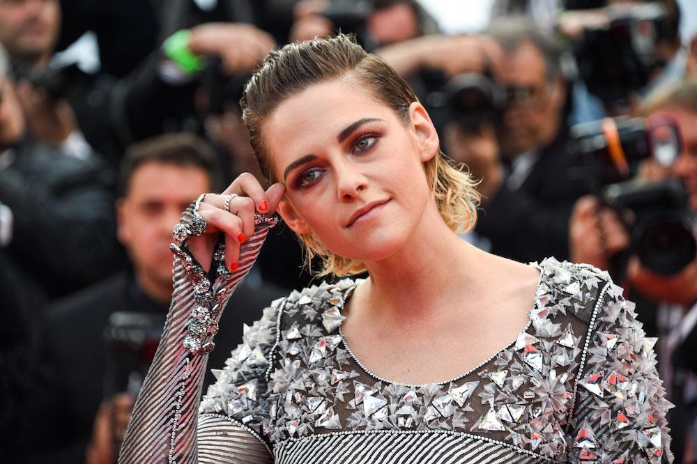 Kristen Stewart Takes Heels Off at Cannes