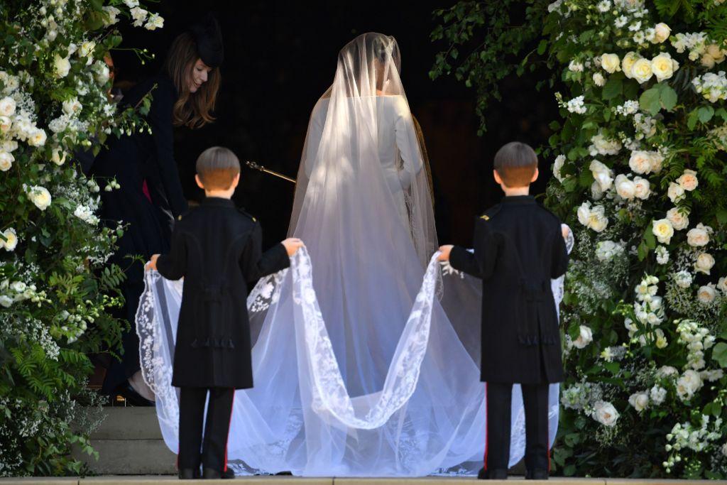 picture-of-meghan-markles-wedding-dress-train-photo.jpg