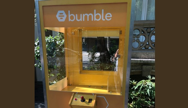Bumble claw game