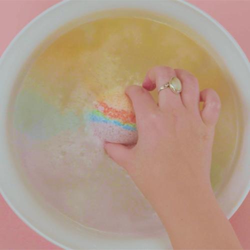 Rainbow-Bath-Bomb-The-Pretty-Main
