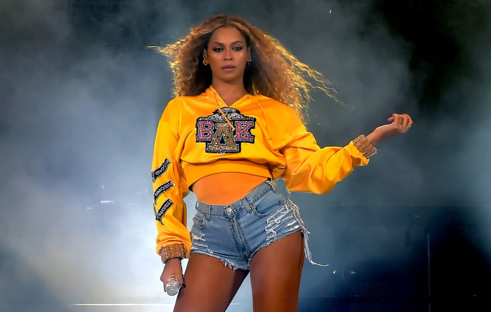 "Beyoncé shows off new picture of the twins during ""On the Run II."""