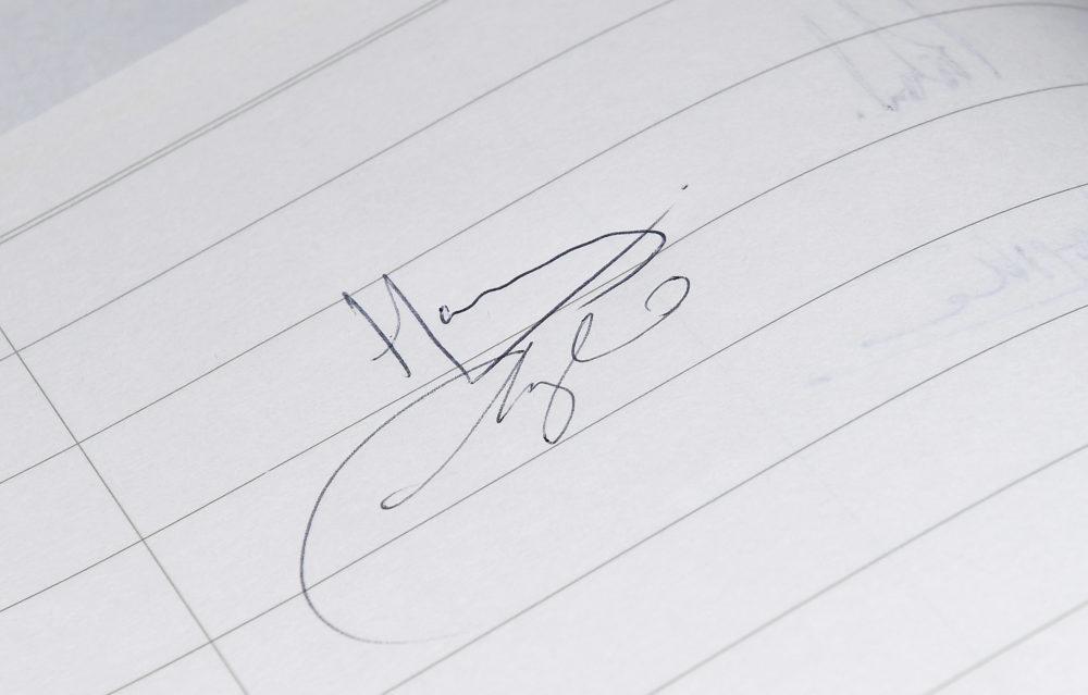 meghan-markle-old-signature-e1531333780926.jpg