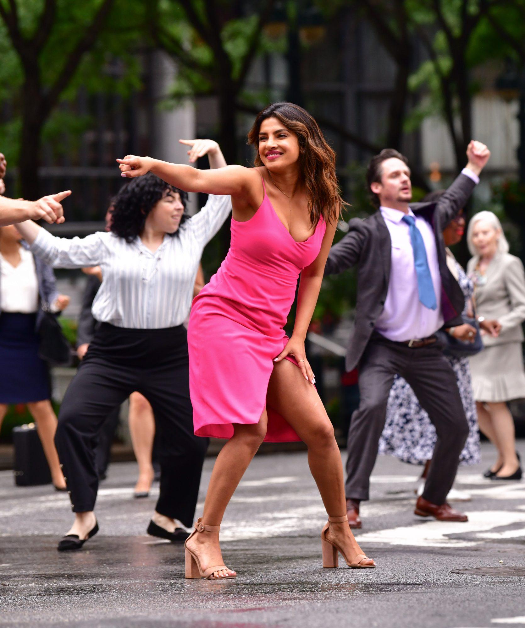 priyanka-chopra-isnt-it-romantic-dance-number.jpg