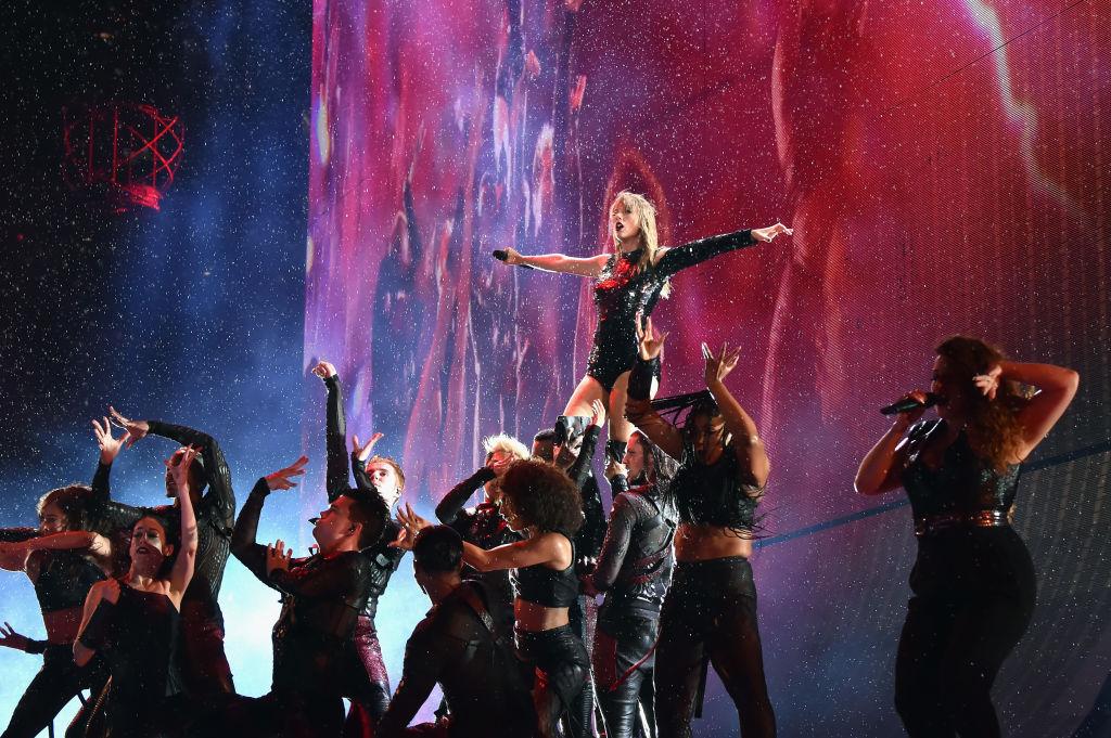 picture-of-taylor-swift-reputation-tour-rain-show-photo.jpg