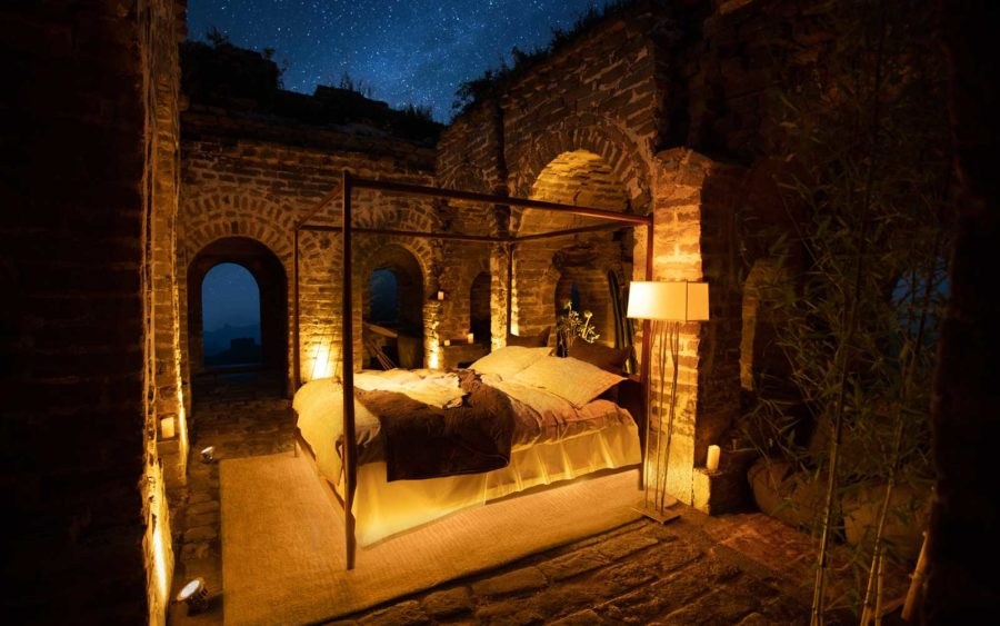 airbnb-great-wall-china-bed-BNBWNDR0818-e1533239847119.jpg