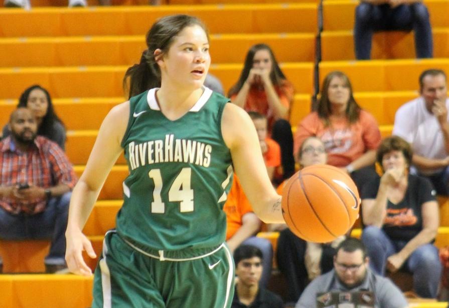 Cenia Hayes playing basketball