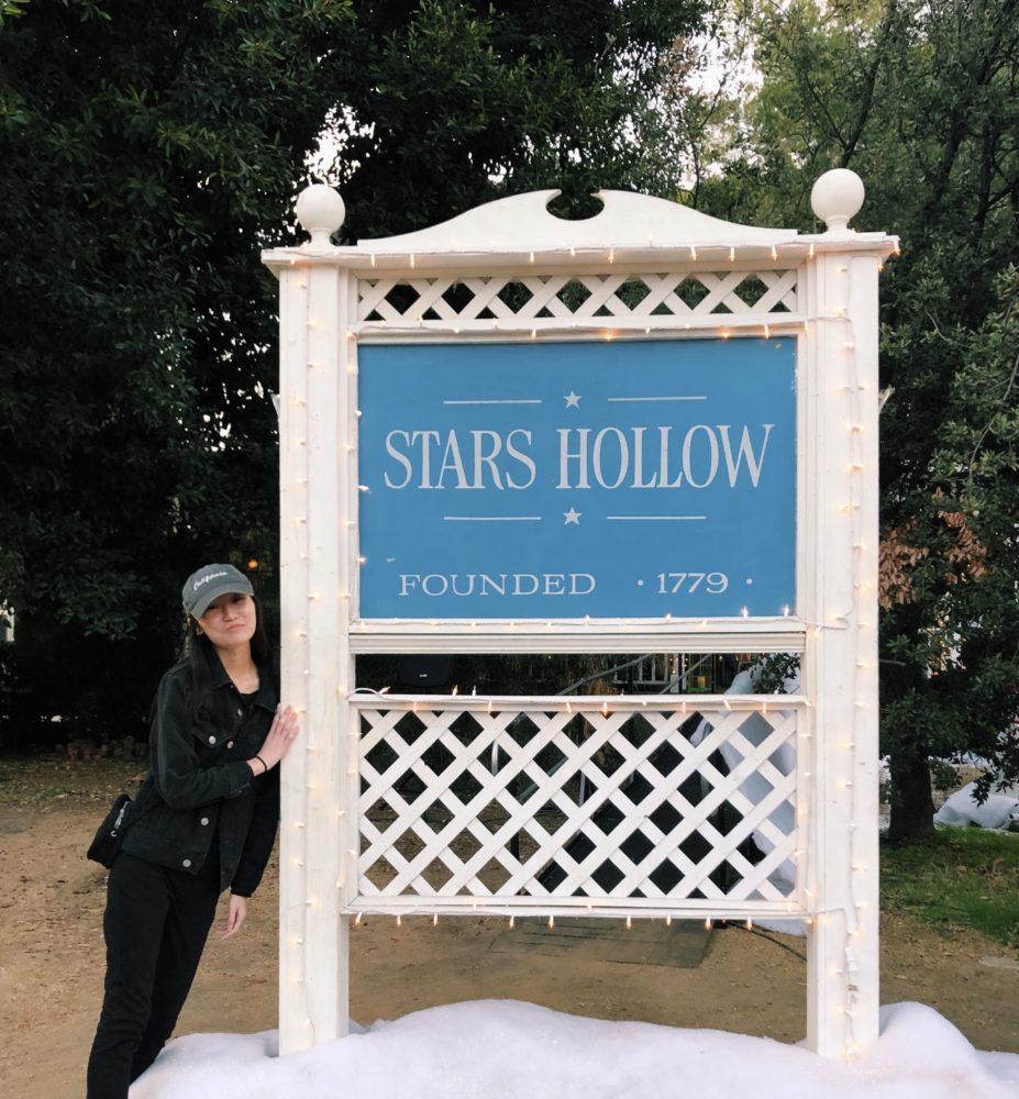 stars-hollow-sign-e1545957026173.jpg