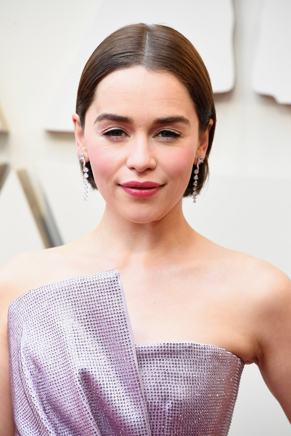 Emilia Clarke Dyes Hair Brown With Box Dye For Oscars Red Carpet Look Hellogiggles
