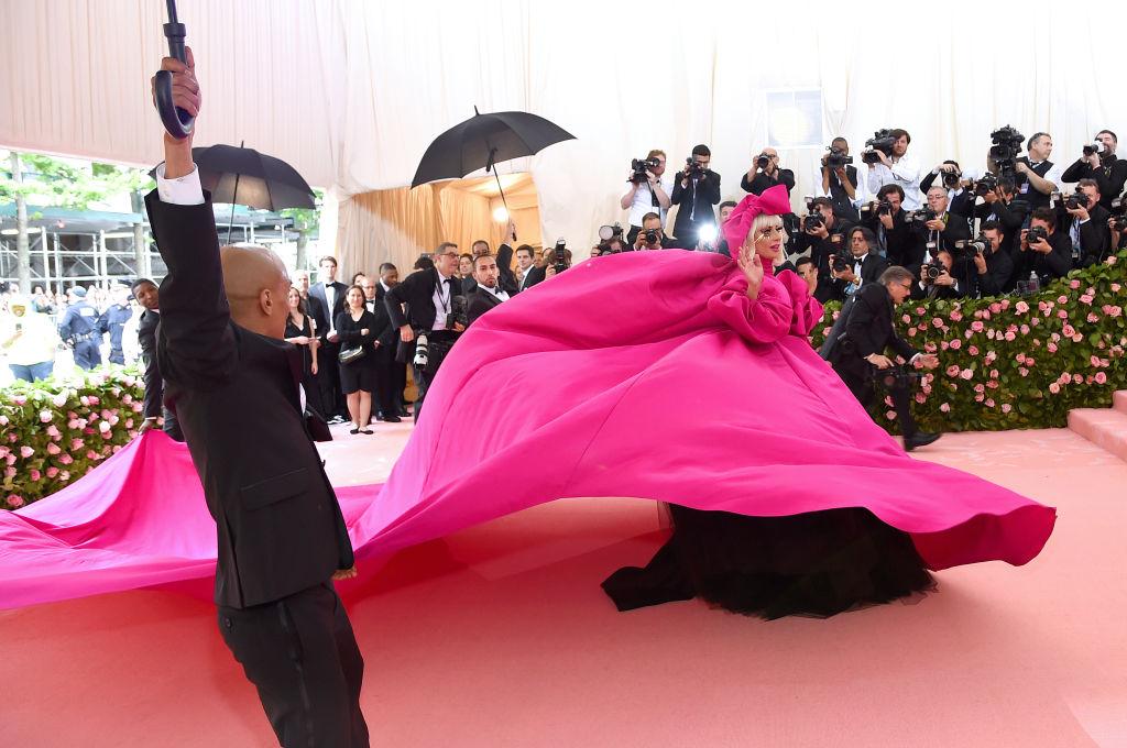 lady-gaga-pinkblack.jpg