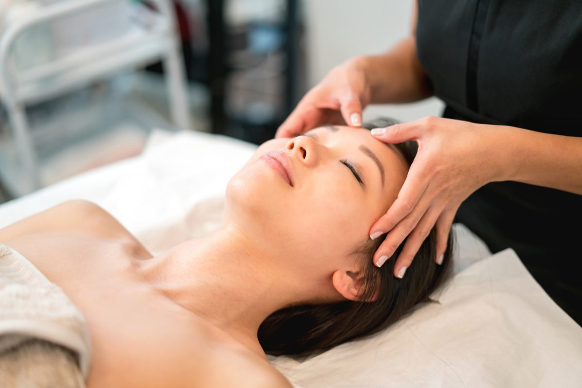 Chinese Massage: What Is It and What Does It Have to Do with Beauty? |  HelloGiggles