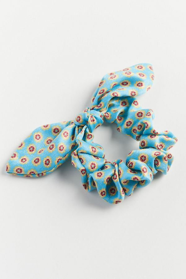 Urban Outfitters bow scrunchie