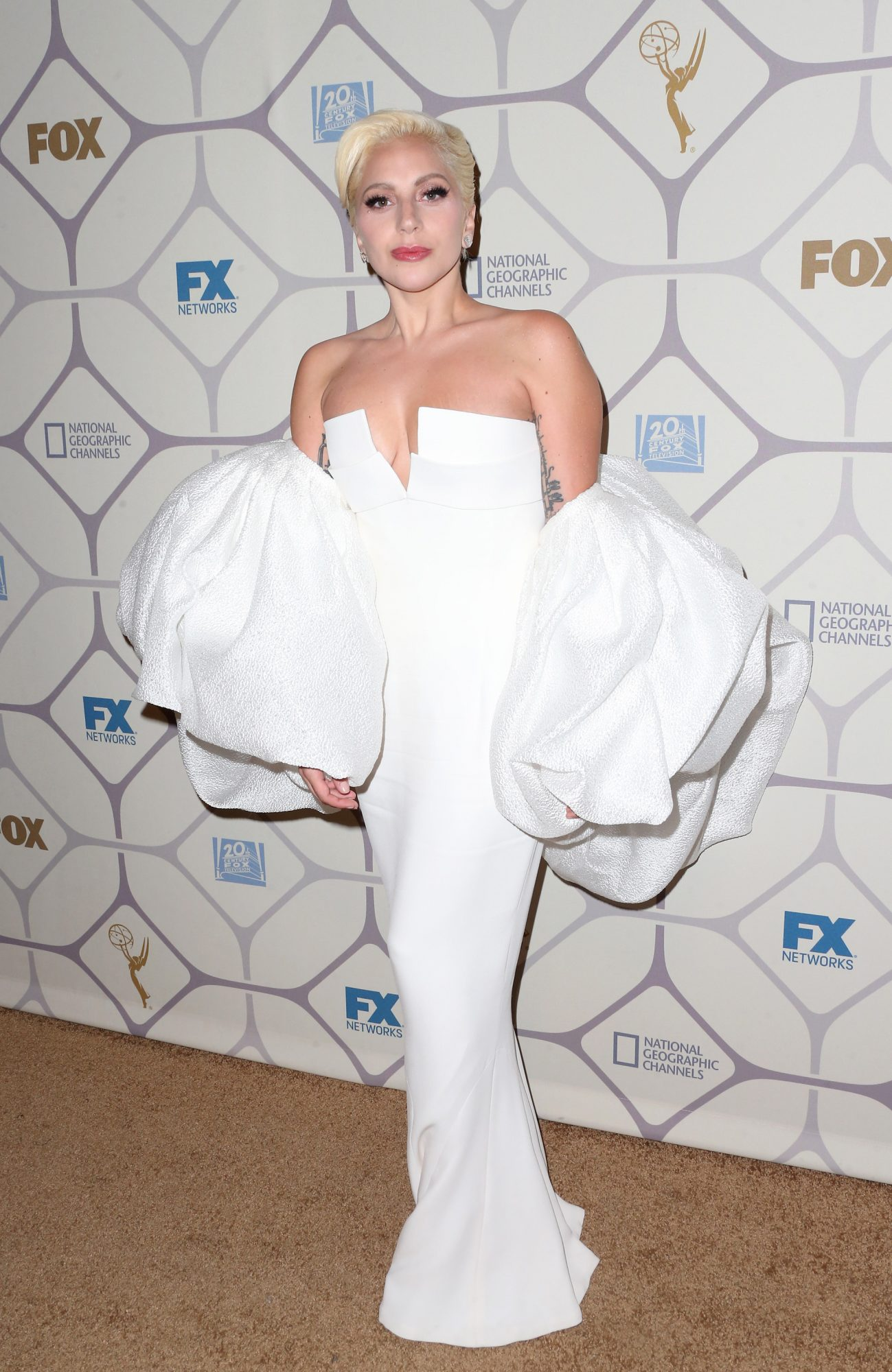 lady gaga emmys 2015, best emmy awards red carpet looks