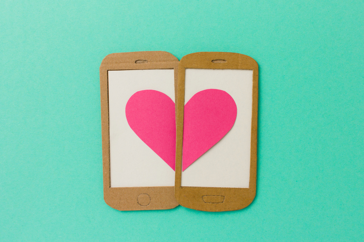 Illustration of phones with hearts on screen
