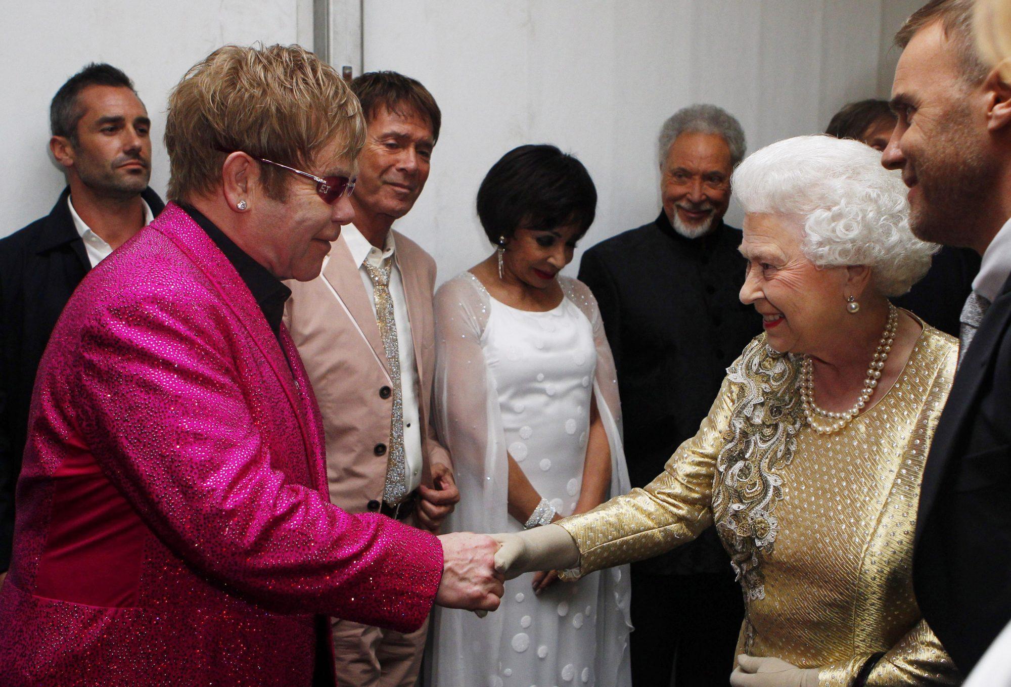 elton-john-queen-elizabeth.jpg