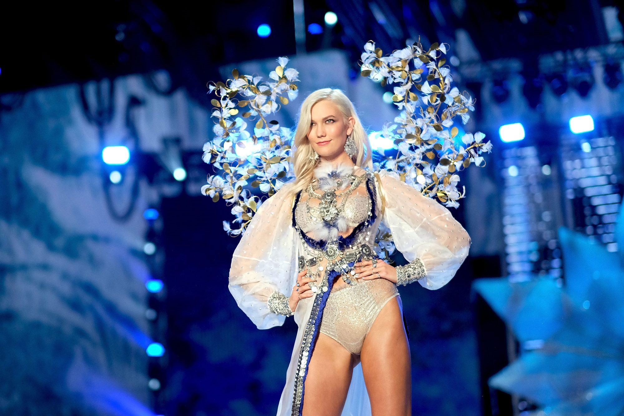karlie kloss at the victoria's secret fashion show