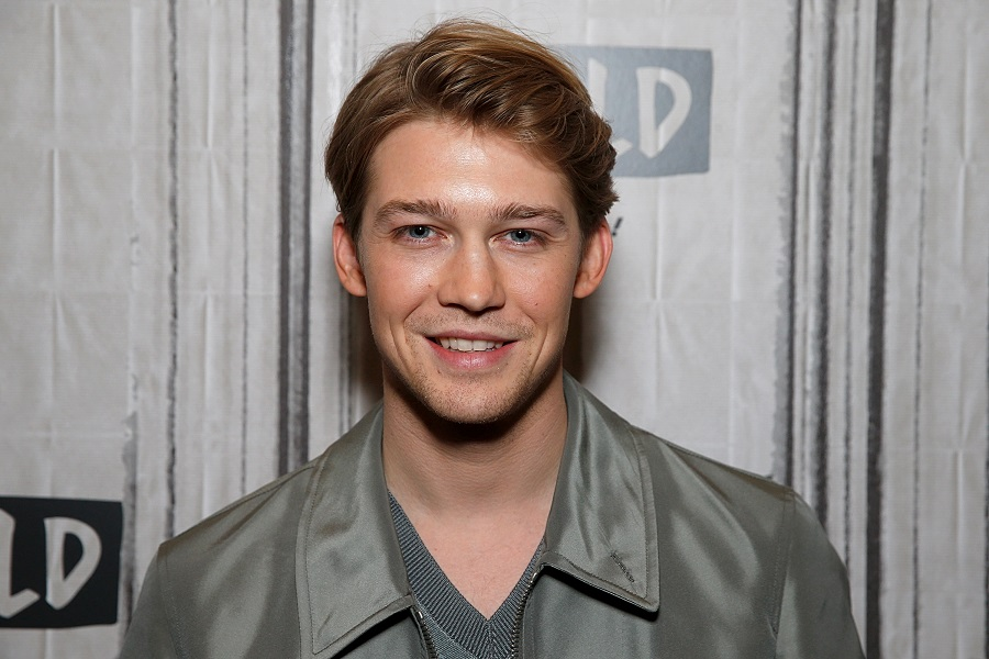 Joe Alwyn Got Real About Taylor Swift Writing Love Songs About Him |  HelloGiggles