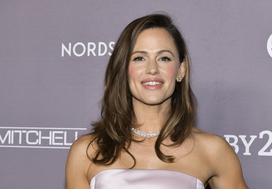 jennifer garner giving away girl scout cookies