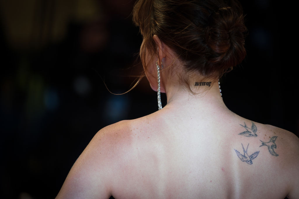 dakota-johnson-neck-tattoo.jpg