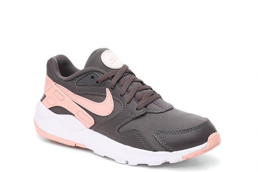 nike-dad-sneakers-e1584554841416.jpg