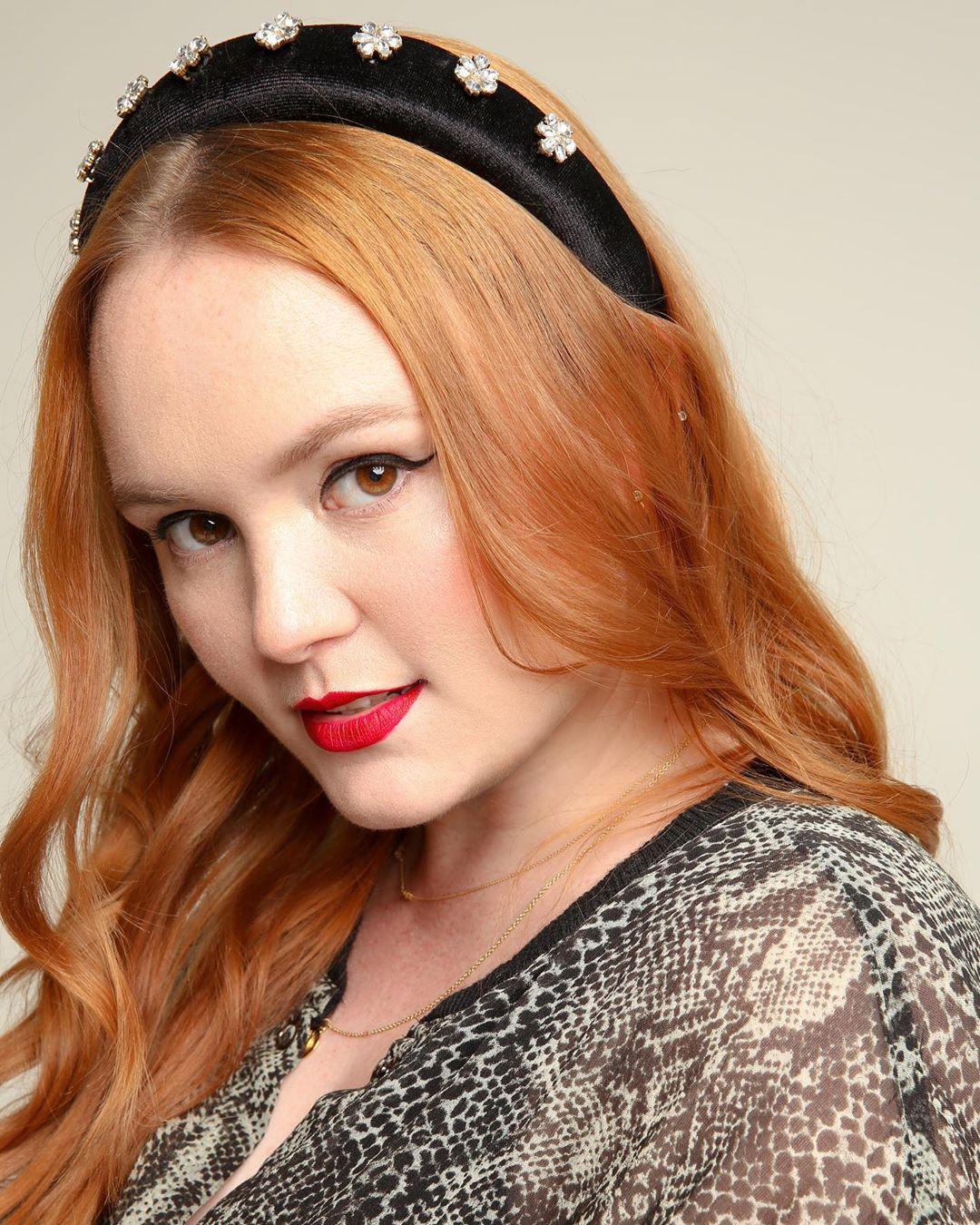 Rebecca Norris Headshot 1