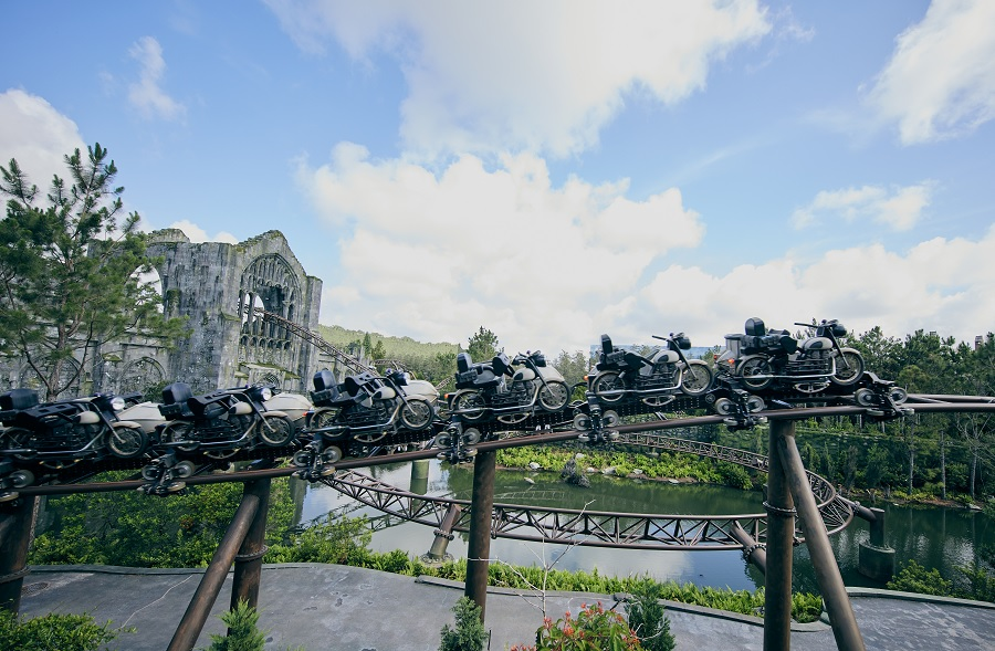 virtual roller coaster ride of hagrid's magical creatures at wizarding world of harry potter