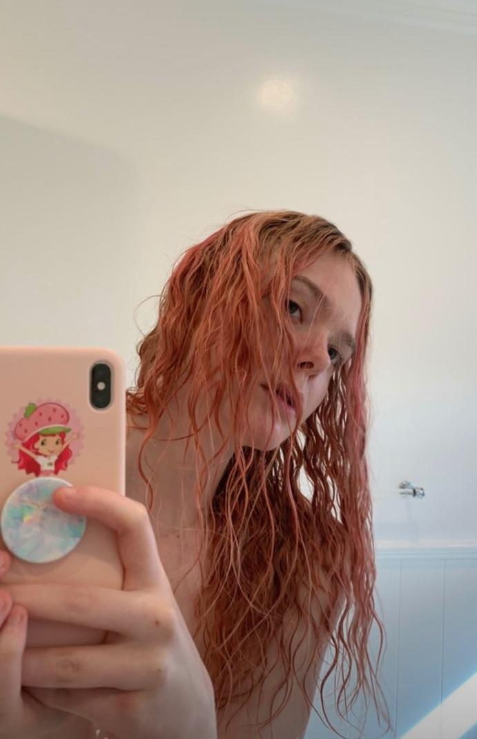 Elle-Fanning-pink-hair.jpg