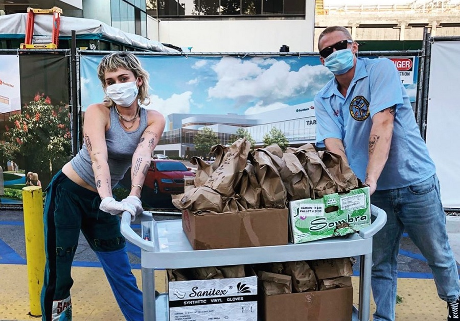 miley cyrus and cody simpson donate tacos to healthcare workers fighting coronavirus