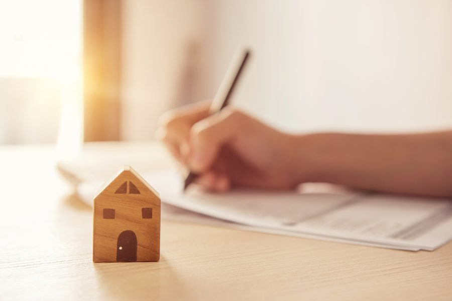 what to know before signing an apartment lease agreement