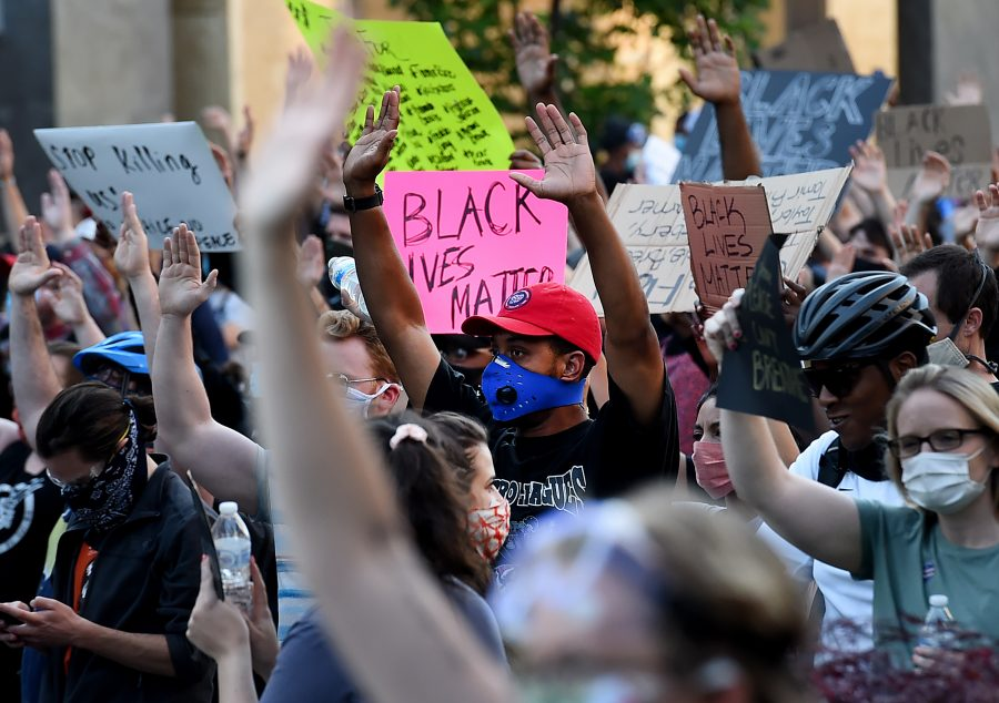 how to use instagram to share news, black lives matter instagram