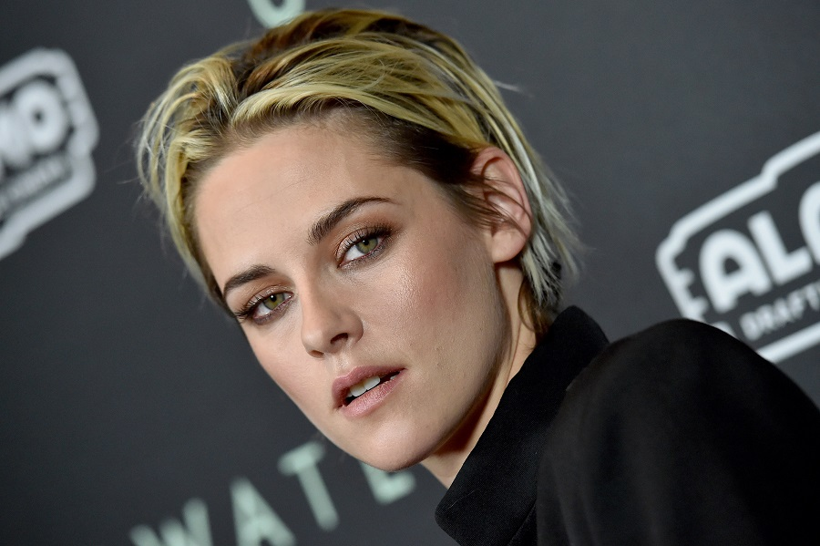 """kristen stewart at premiere of """"underwater"""" movie with blonde hair"""