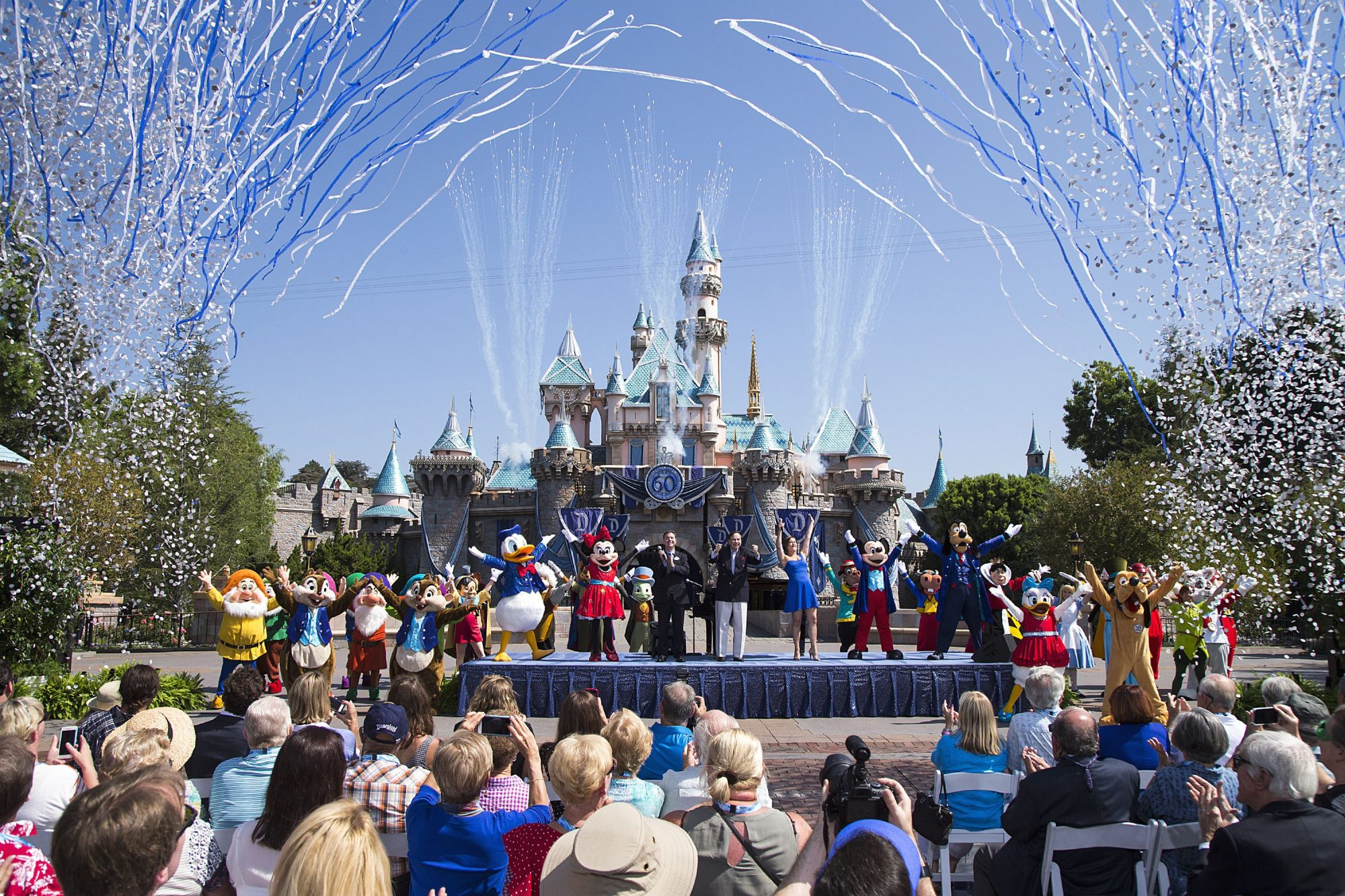 disneyland reopening amid coronavirus delayed