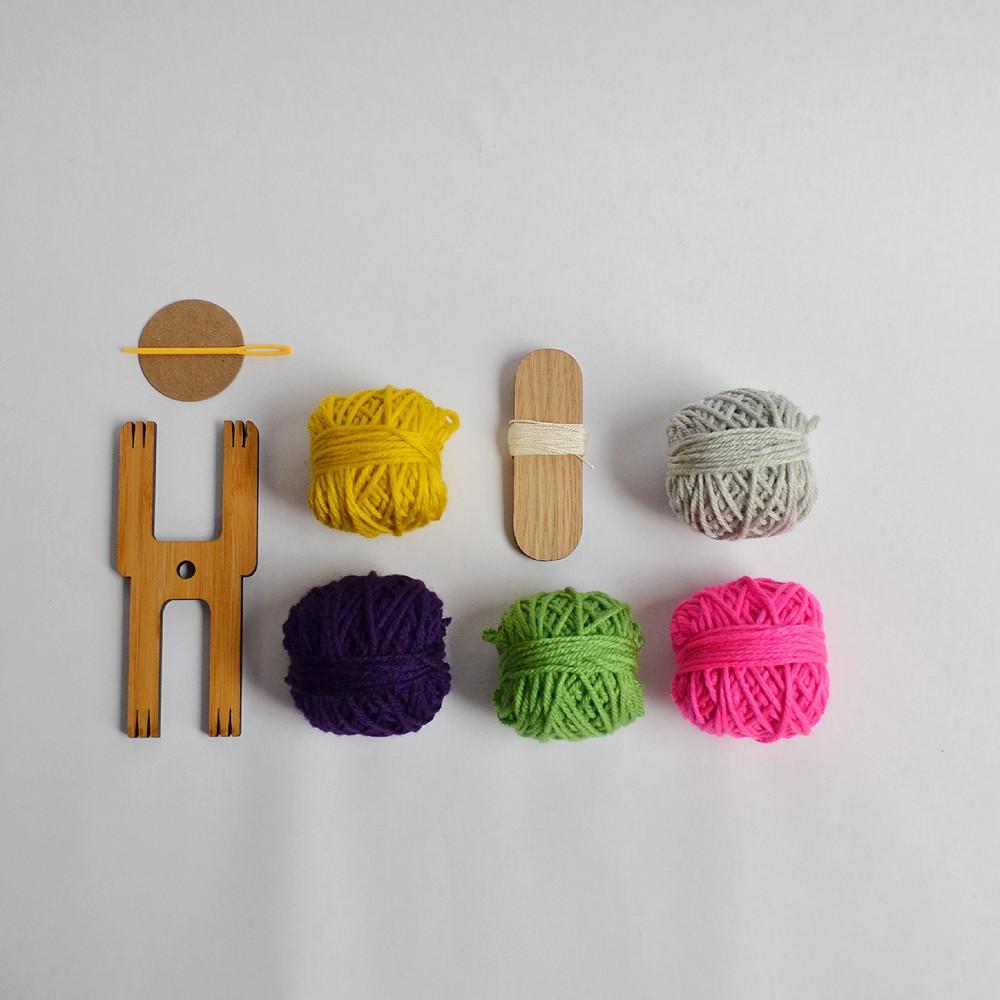 picture-of-pom-pom-kit-photo