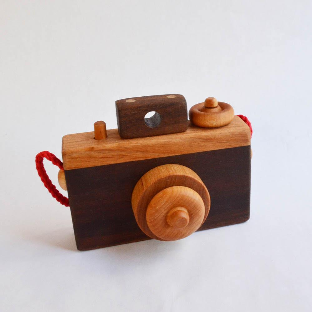 picture-of-wooden-camera-photo