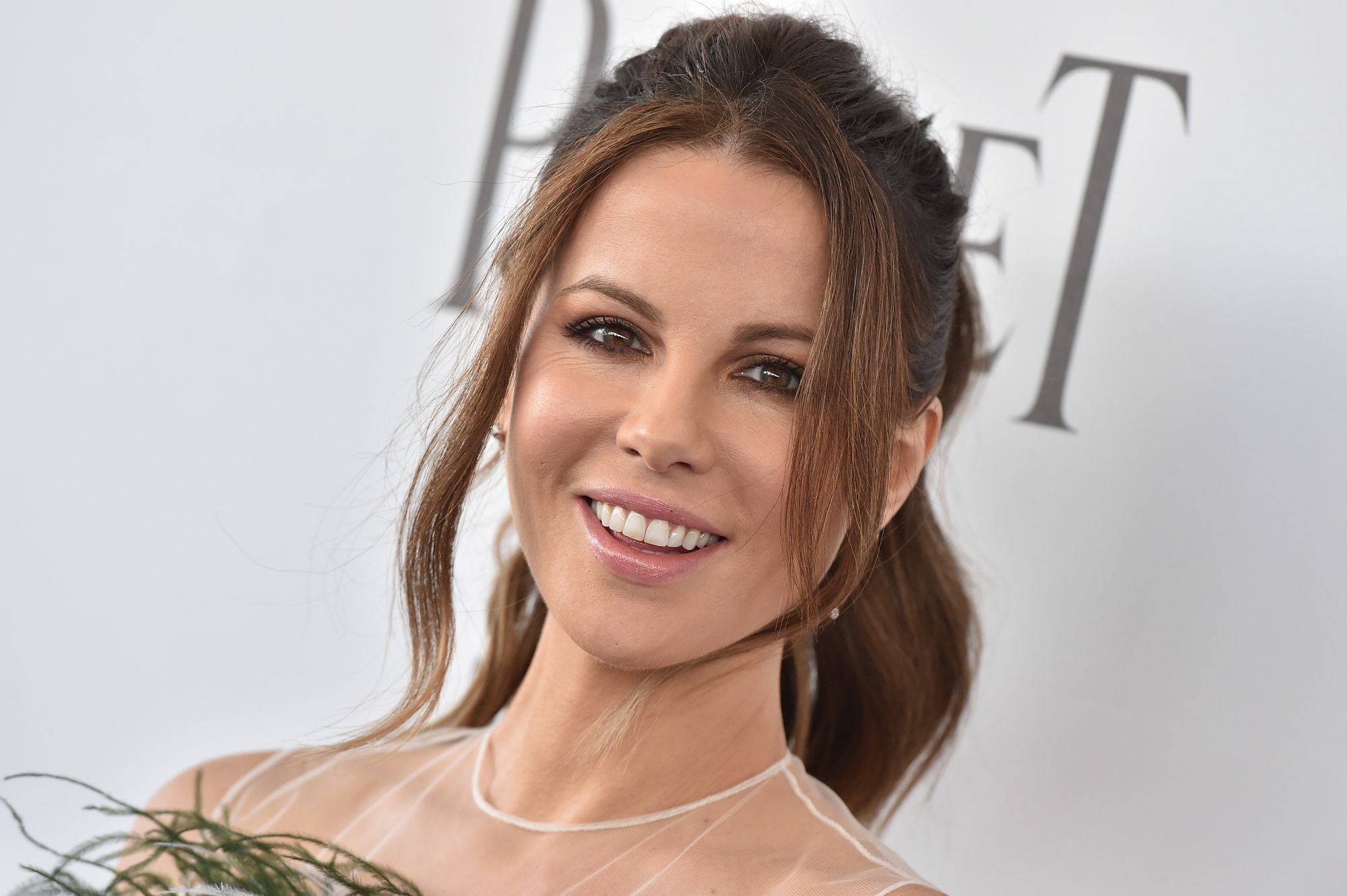 kate beckinsale clap back instagram