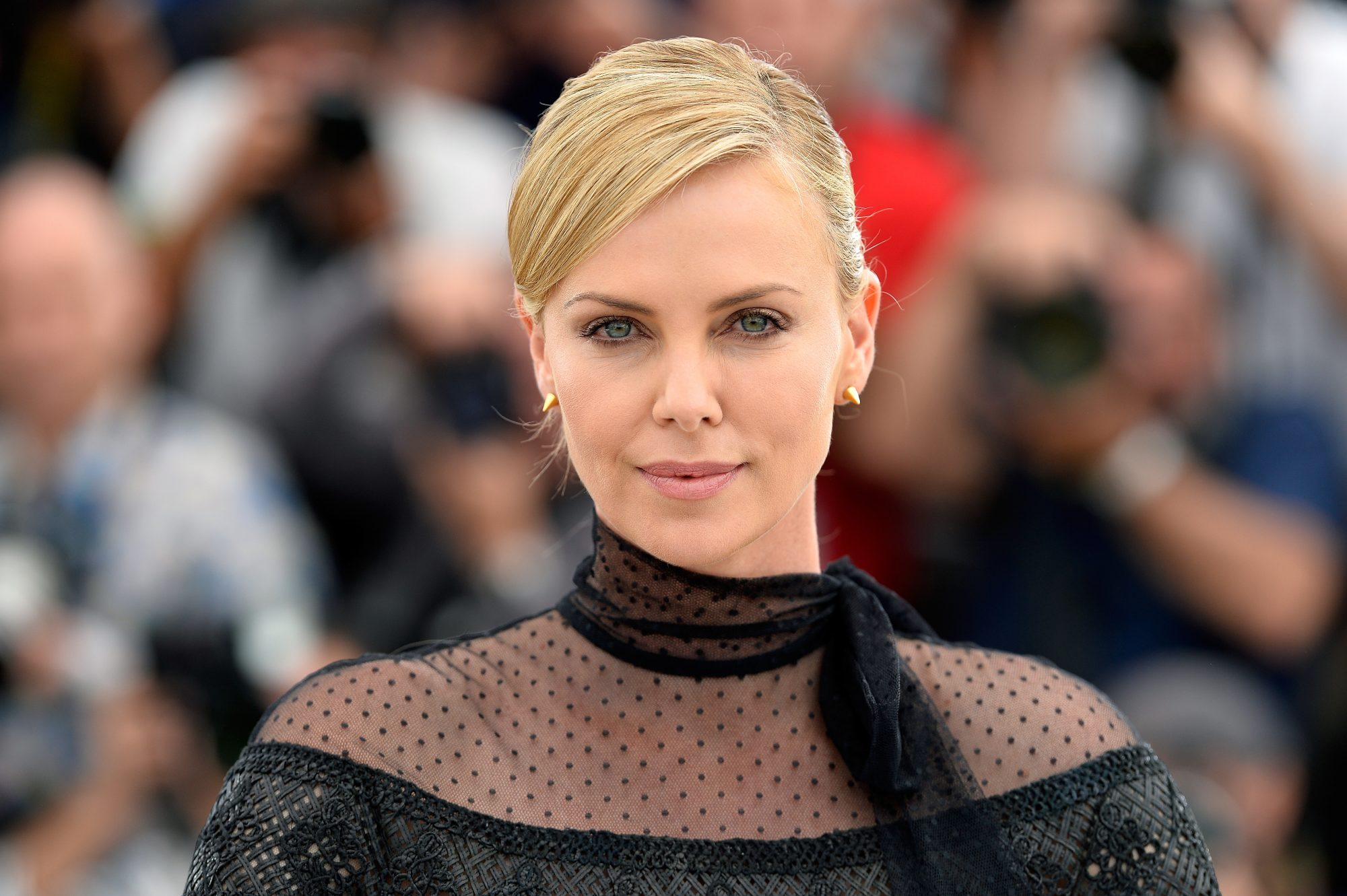 charlize theron homeschool daughters coronavirus