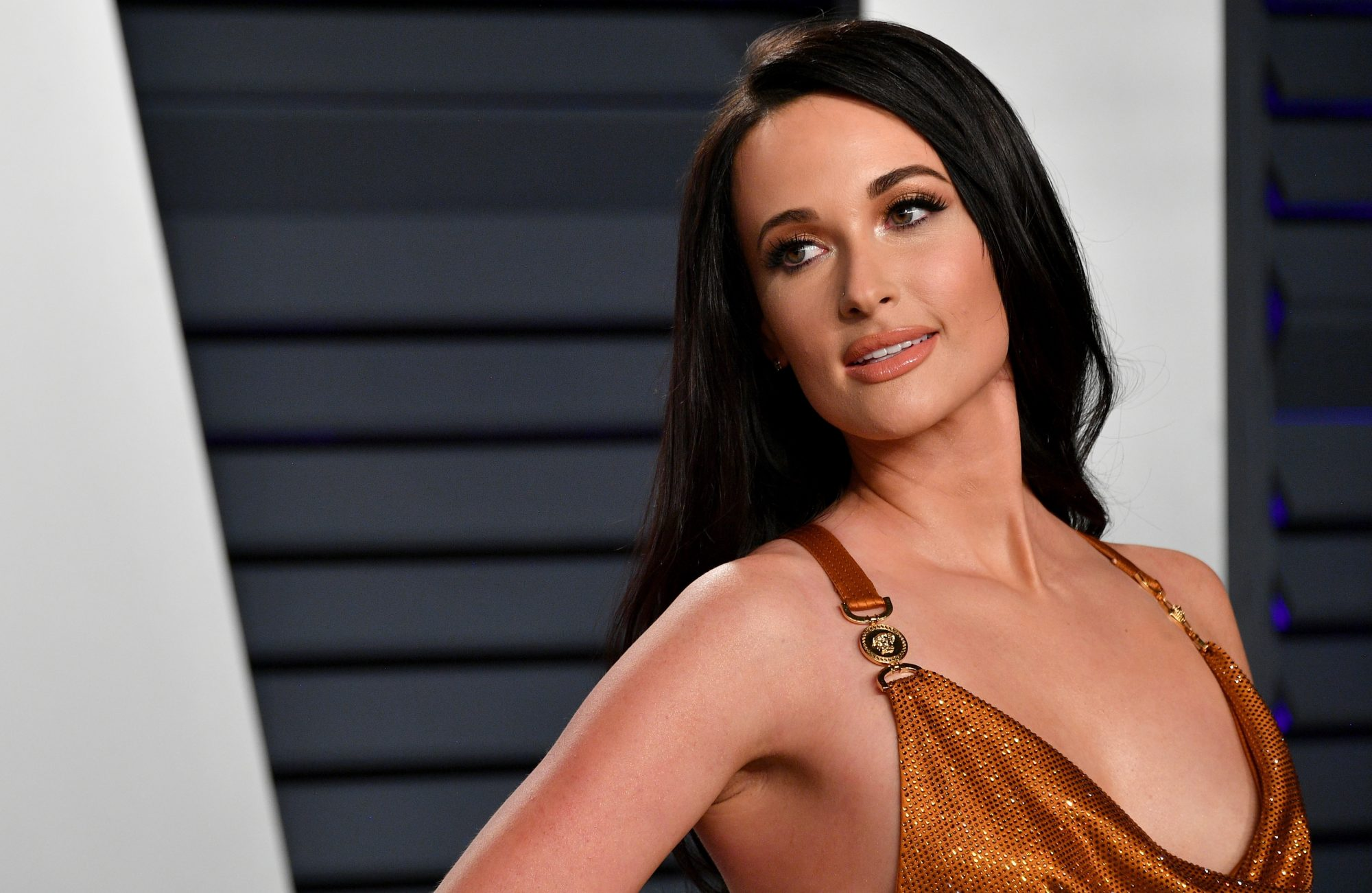 kacey musgraves light brown hair color change