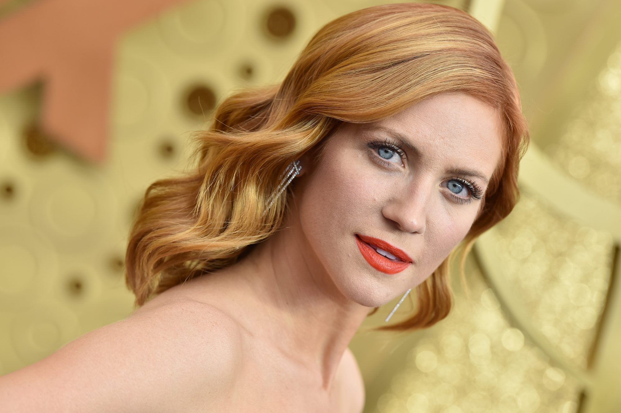 brittany snow cropped blonde bob
