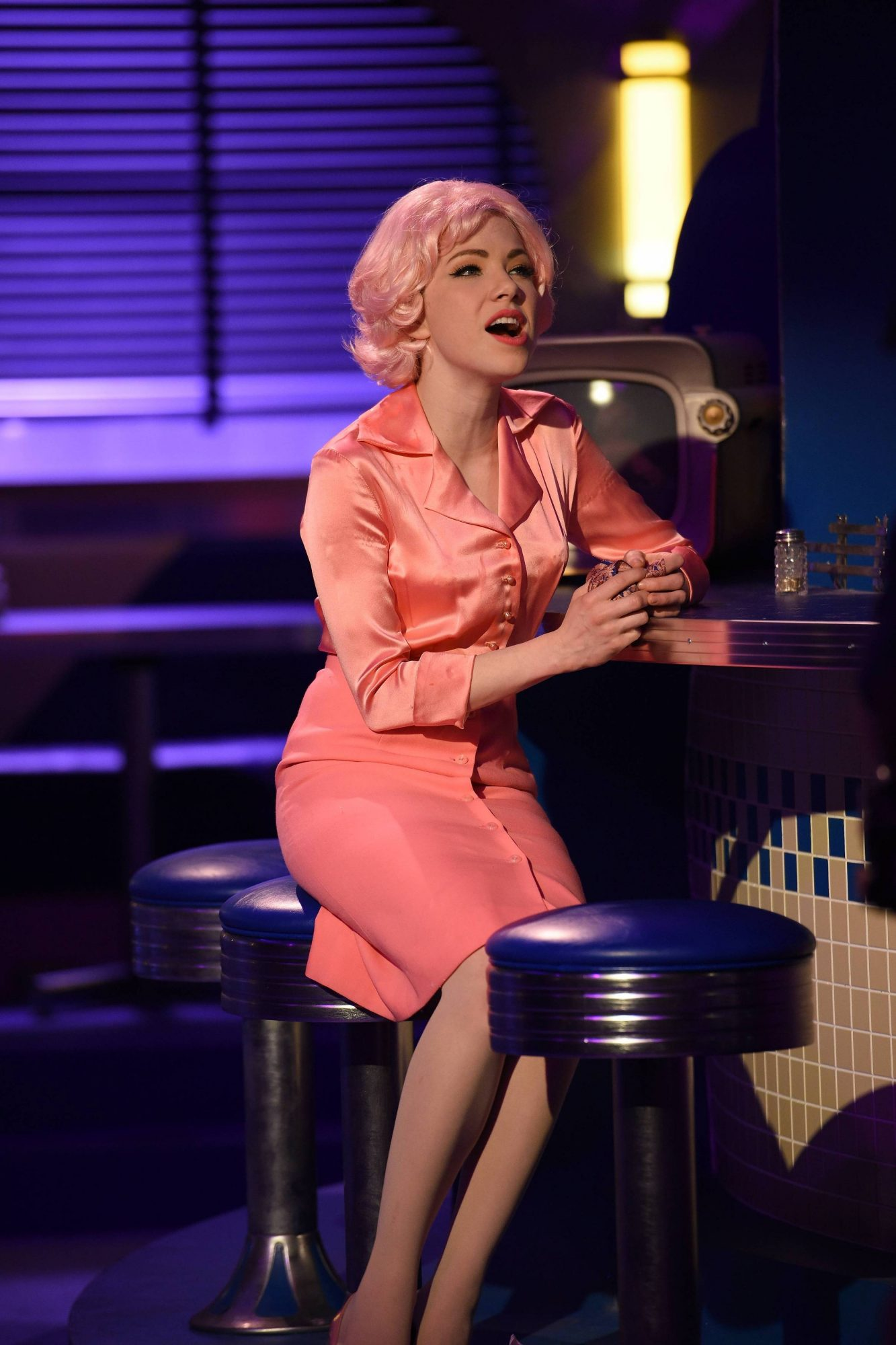 carly rae jepsen grease live frenchie pink hair