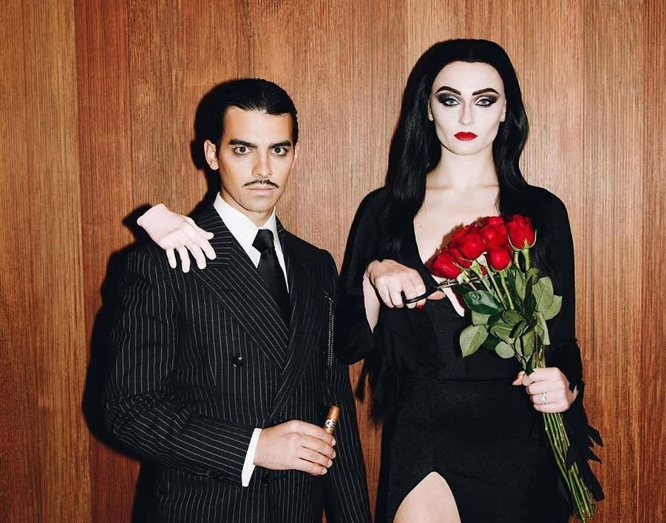 best celebrity halloween costumes, sophie turner and joe jonas aadams family costume