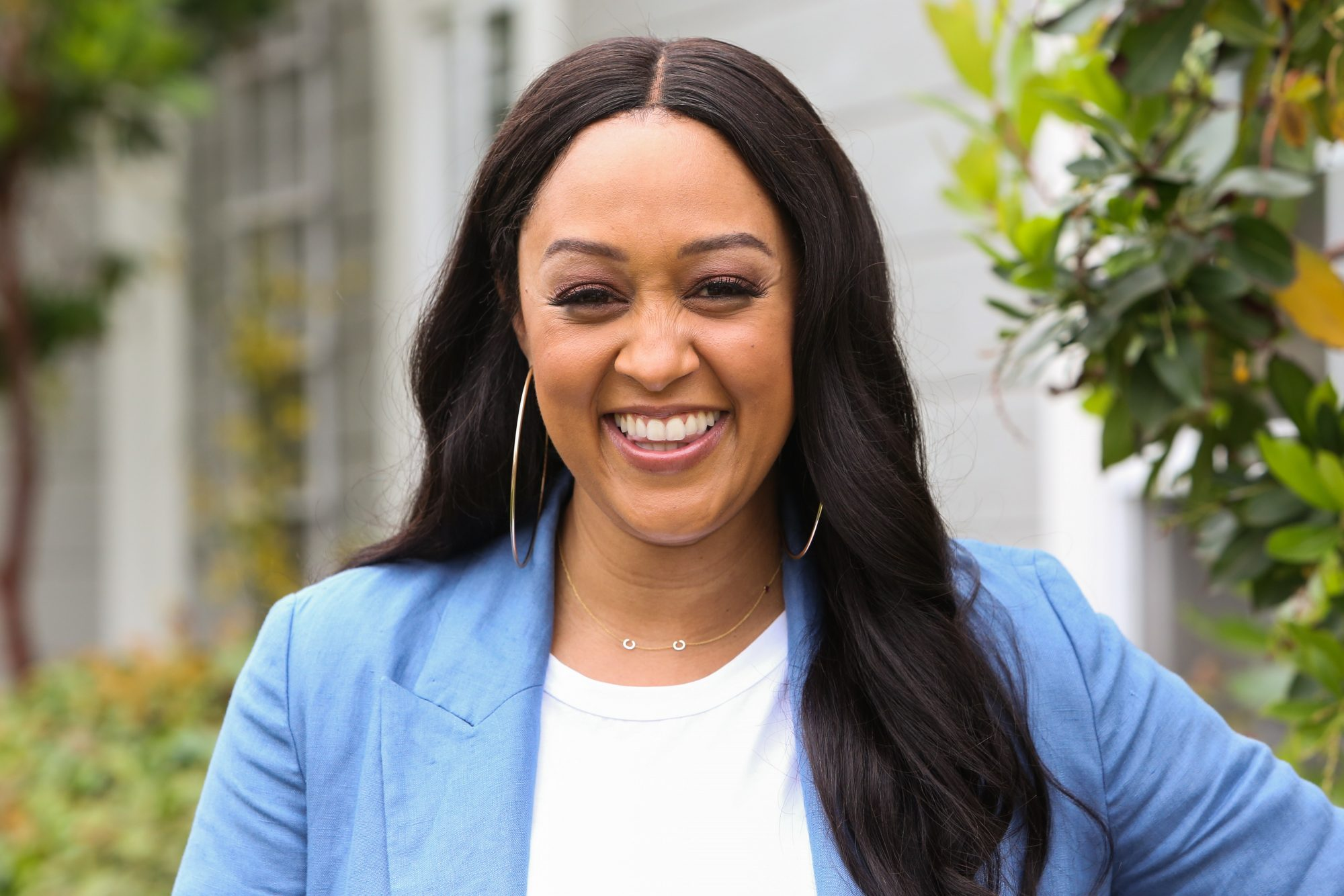 tia mowry gray hair natural hair