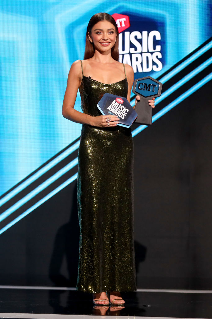 sarah hyland 2020 cmt music awards