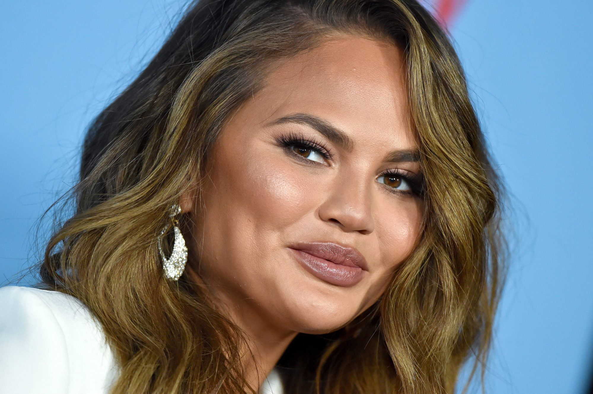 chrissy teigen barefoot dreams